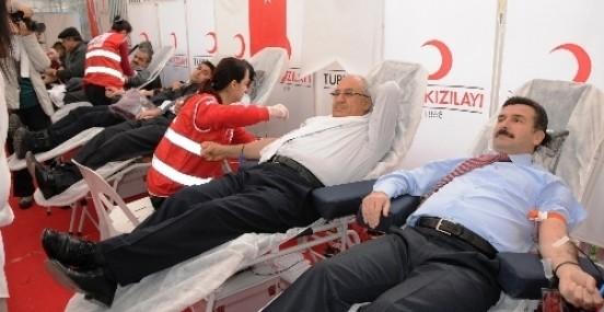 12.12.2012'de Kan Vermek İçin Yarıştılar