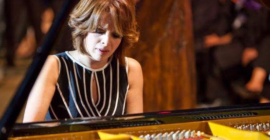 """Ünlü piyanist, """"Rüya Taner"""" Mersin'de konser verecek."""