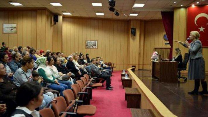 Akdeniz Belediyesi'nin Kadın Çalışanlarına Seminer