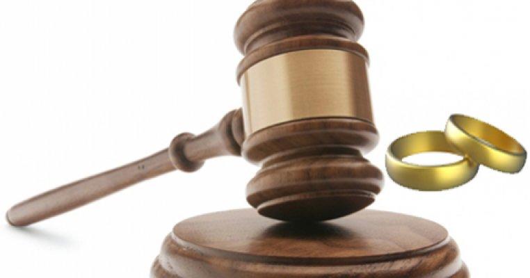 Hâkim, Boşanma Davasında Kadına Aşık Oldu, Kocayı Uzaklaştırdı