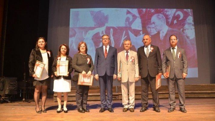 Mersin'de 24 Kasım Öğretmenler Günü Kutlandı