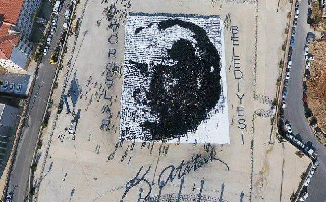 Mersin'de 7 Bin 700 Gönüllü ile 'Atatürk Portresi' Rekor Denemesi