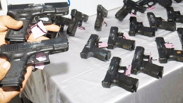 Mersin Limanı'nda 47 Silah Ele Geçirildi