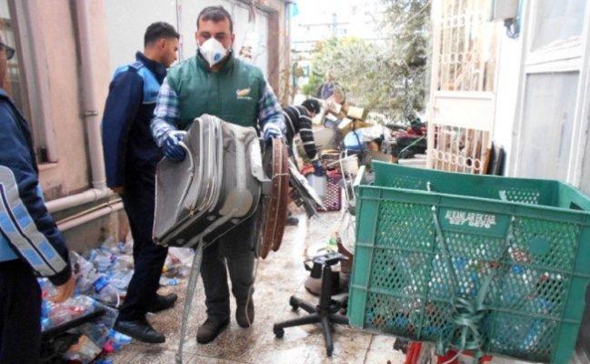 Tarsus'ta Çöp Ev Boşaltıldı