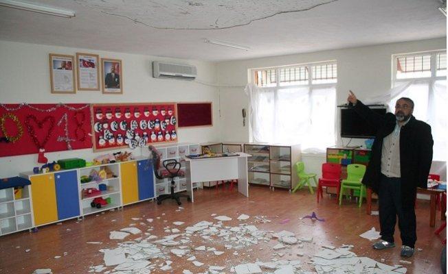 Anaokulunun Tavan Sıvası Çöktü, 4 Öğrenci Yaralandı