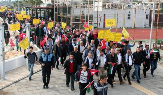 Erdemli'de Binlerce Kişi Kudüs İçin Yürüdü