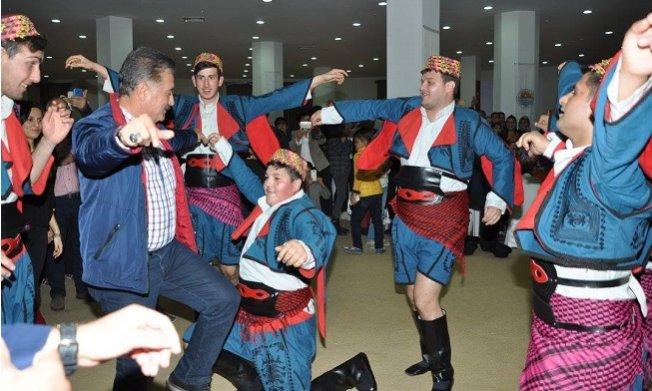 Hamit Tuna Engelli Gençler ile Zeybek Oynadı