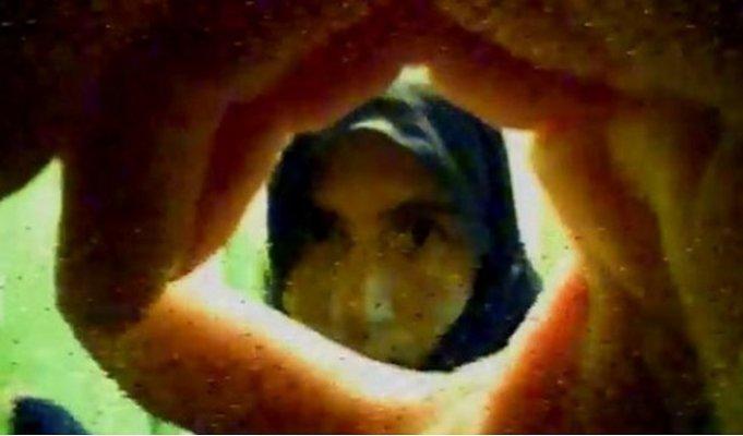 Kadın Hırsızlar, Kapı Merceğindeki Kameraya Yakalandı