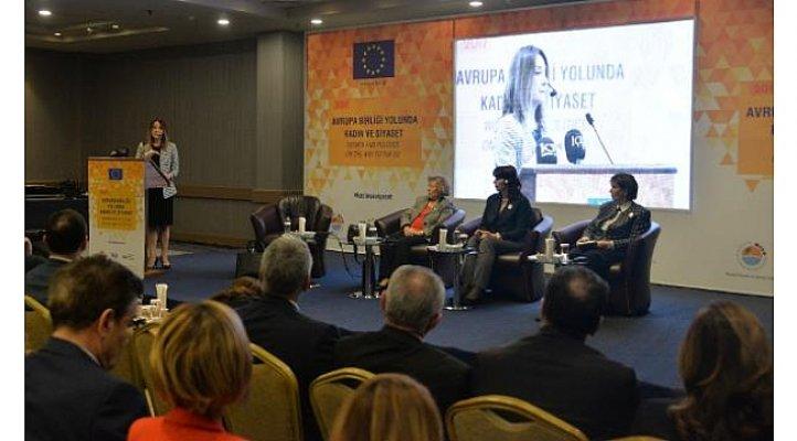 Mersin'de Kadın ve Siyaset Tartışıldı