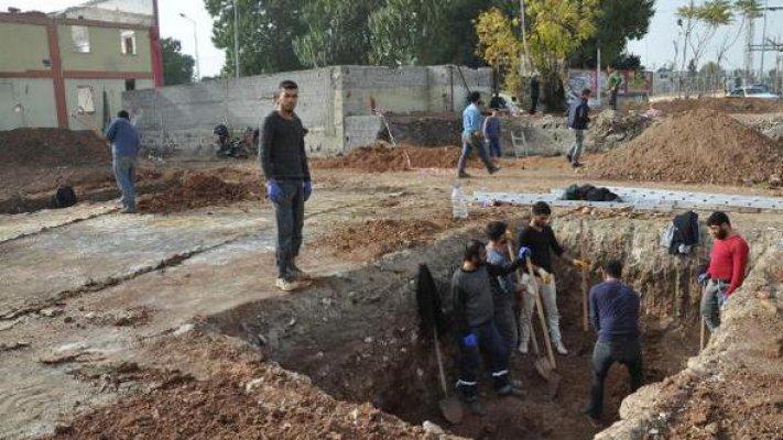 Sondaj Kazısında, Yakın Döneme Ait Yapı Taşları ve Mezarlar Bulundu