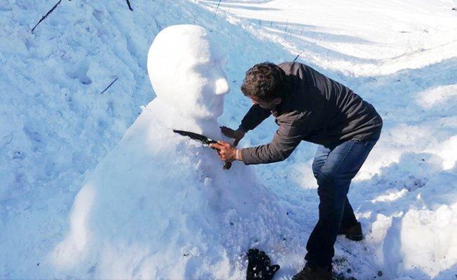 Kardan Atatürk Büstü Yaptı.