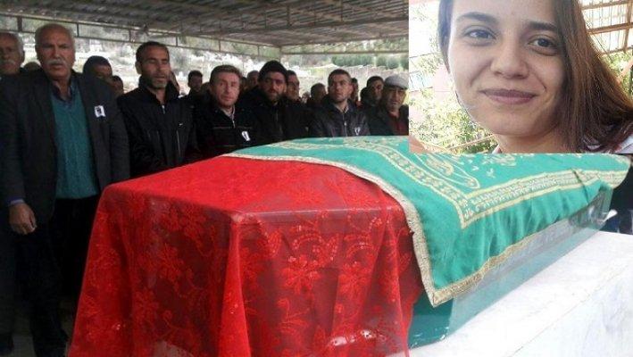 Mersin'de Erkek Arkadaşının Öldürdüğü Ayten Toprağa Verildi