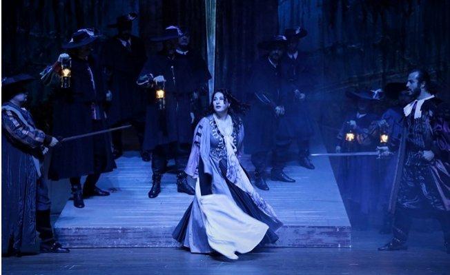 Mersin'de 'Maskeli Balo' Operası Sahnelendi