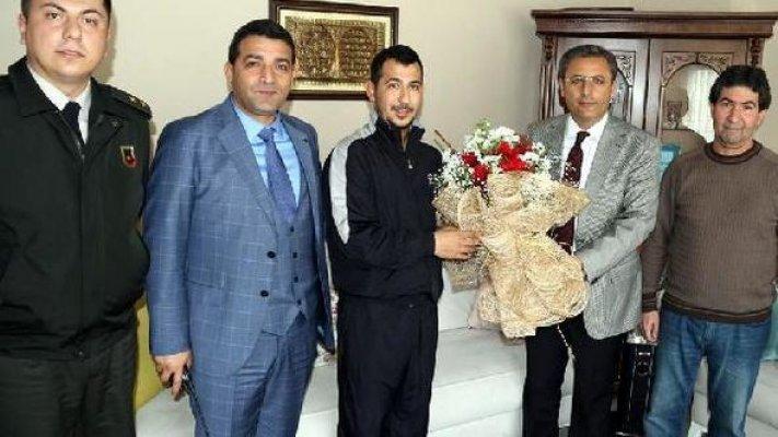 Başkan Pamuk, Afrin Gazisi'ni Ziyaret Etti