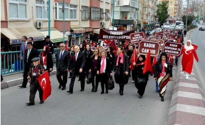 8 Mart Dünya Kadınlar Günü Nedeniyle Tarsus'ta Yürüyüş Düzenlendi