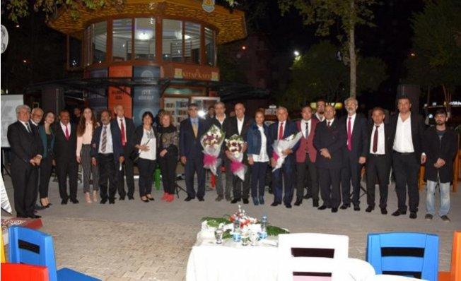 Aşık Veysel, Türkülerle Anıldı