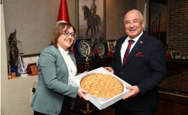 Fatma Şahin'den Kocamaz'a Baklava