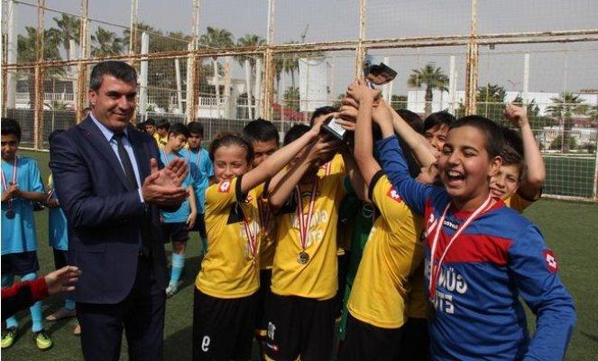 Küçük Erkeklerde Şampiyon Akdeniz Ortaokulu