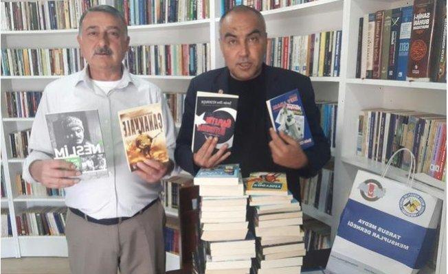 MEDYAD Yönetiminden Kitap Kafe'ye Bağış