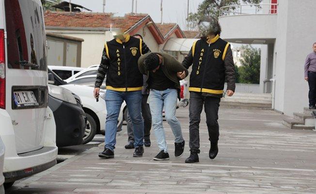 Mersin'de Sahte Polisi Gerçek Polis Yakaladı.