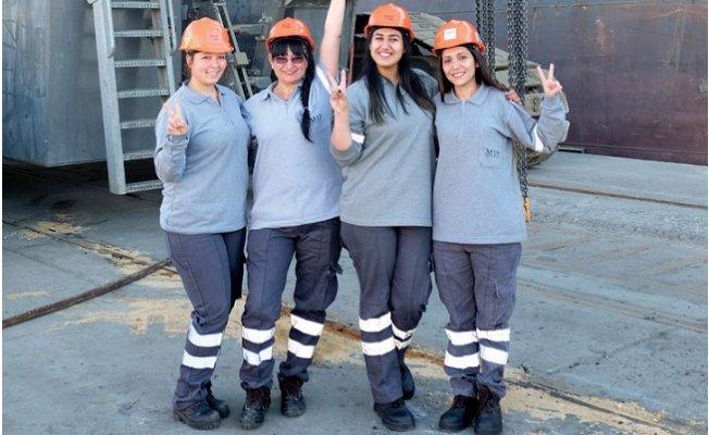 Mersin Uluslararası Limanı'nın Kadın Vinç Operatörleri