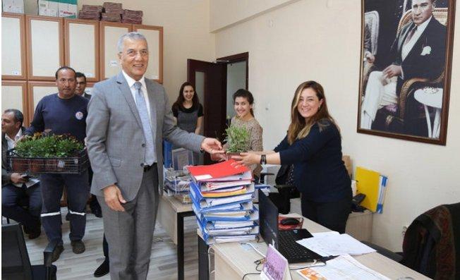 Mezitli Belediyesi'nin Kadın Çalışanlarına 8 Mart İzni