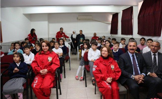 Öğrencilere Deprem Bilinçlendirme Eğitimi