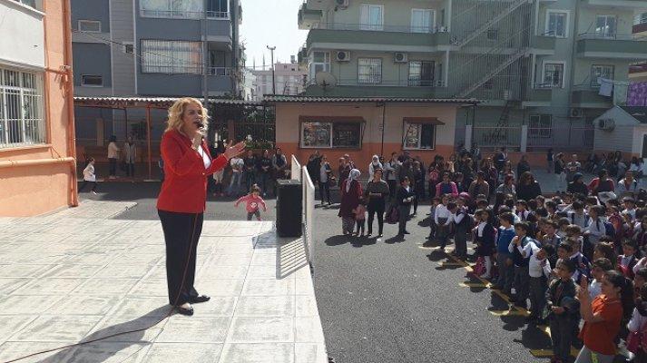 Saliha Adıcan 8 Mart Kadınlar Gününde Miniklere Seslendi.