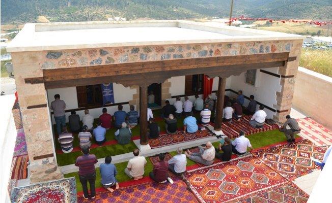 Ak Cami İbadete Açıldı