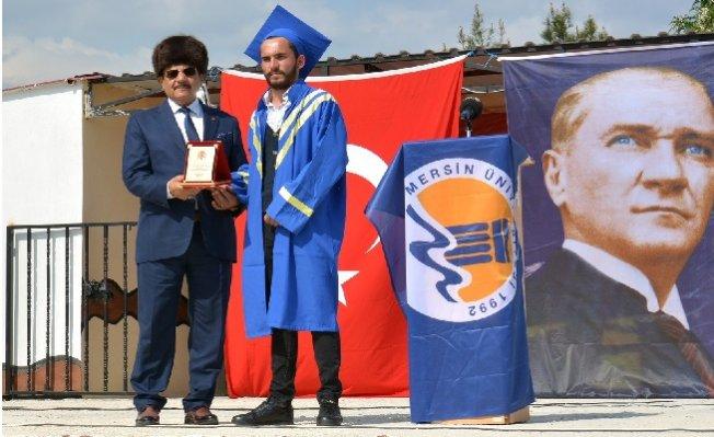Gülnar'da Üniversite Öğrencilerinin Mezuniyet Coşkusu