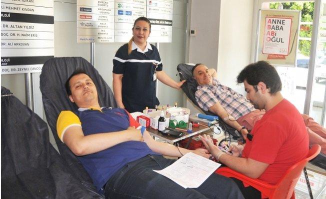 Kök Hücre ve Kan Bağışında Sağlıkçılar Örnek Oldu
