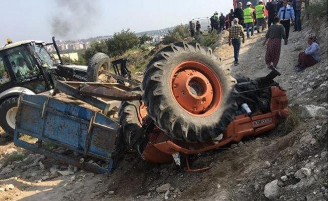 Mersin'de Traktör Devrildi: 3 Yaralı