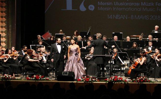 MUMF Açılış Konseri...Matshikiza ve Karahan Büyüledi