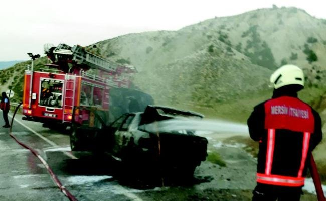 Mut'ta Otomobil Hareket Halinde Yandı
