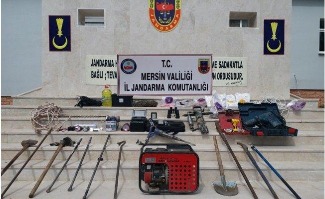 Erdemli'de Kaçak Kazı Yapan 4 Kişi Gözaltına Alındı
