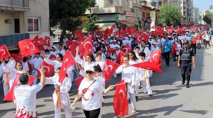 Mersin'de Gençlik Yürüyüşü Yapıldı
