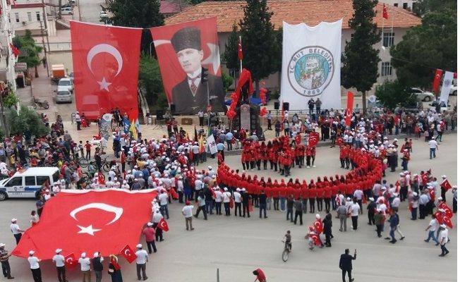 """Mut'ta """"Türkçülük Günü"""" Yürüyüşle Kutlandı"""