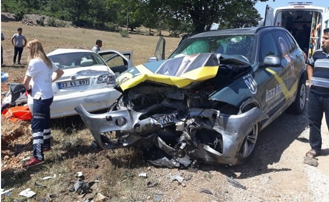 Mersin'de İYİ Parti'nin Aracı Kaza Yaptı 1 Ölü, 2 Yaralı
