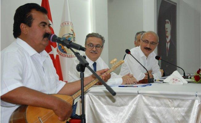 Silifkeliler Bakanı Sazlı Sözlü Türküyle Karşıladı