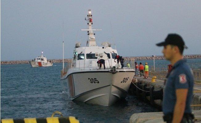 Mersin Açıklarında Kurtarılan Mülteciler Seka Limanı'na Getirildi