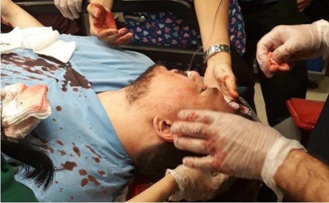 Öfkeli Hasta Yakını Doktorun Kafasında Parke Taşı Kırdı