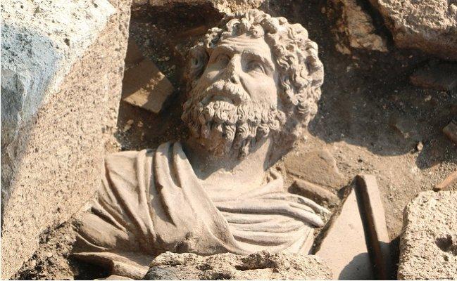 Soli Pompeipolis'de 1700 Yıllık Portre Büst Bulundu