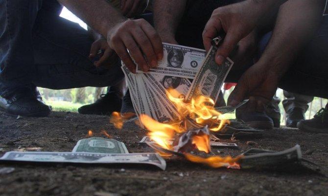 Adanalılar İphon'u Boykot Etti, Dolar Yaktı
