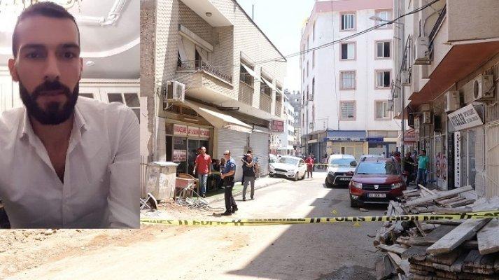 Alacaklı Olduğu Kız Kardeşinin Dükkanına Silahla Saldırdı