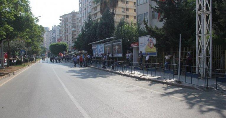 Adana'da Aşırı Sıcak Zafer Bayramı Törenine İlgiyi Azalttı