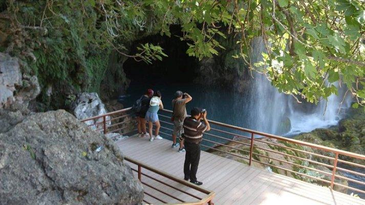 Doğa Harikası Yerköprü Şelalesi'ne Ziyaretçi Akını