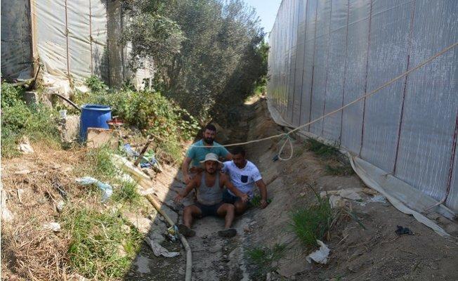 Anamur'da Su Alamayan Mahalleli Çileden Çıktı