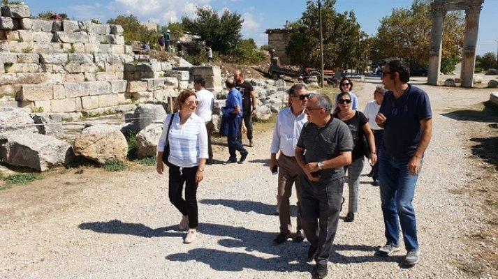 Arkeoloji Bölümü Öğretim Üyeleri Uzuncaburç'u Gezdi