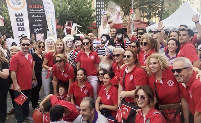 Mersin'de Karnaval Havasında Sokak Festivali