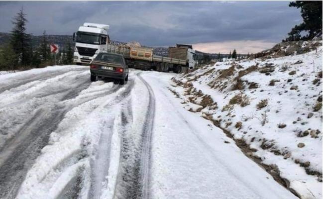 Mersin'in Yüksek Kesimlerine Dolu ve Kar Düştü